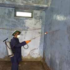 Using a stick attached to the spray lance as a guide to indicate distance to the wall.